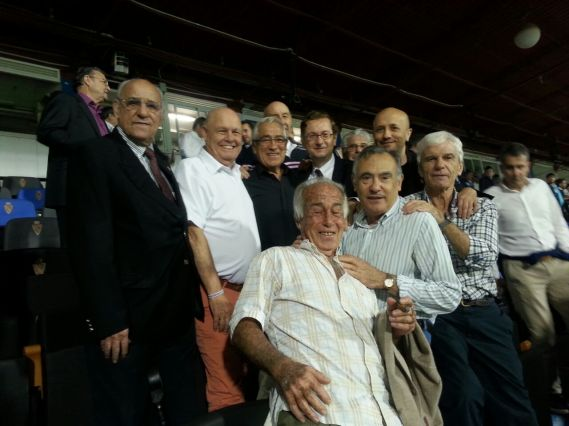 La foto con algunos de Los Magníficos en La Romareda (2)